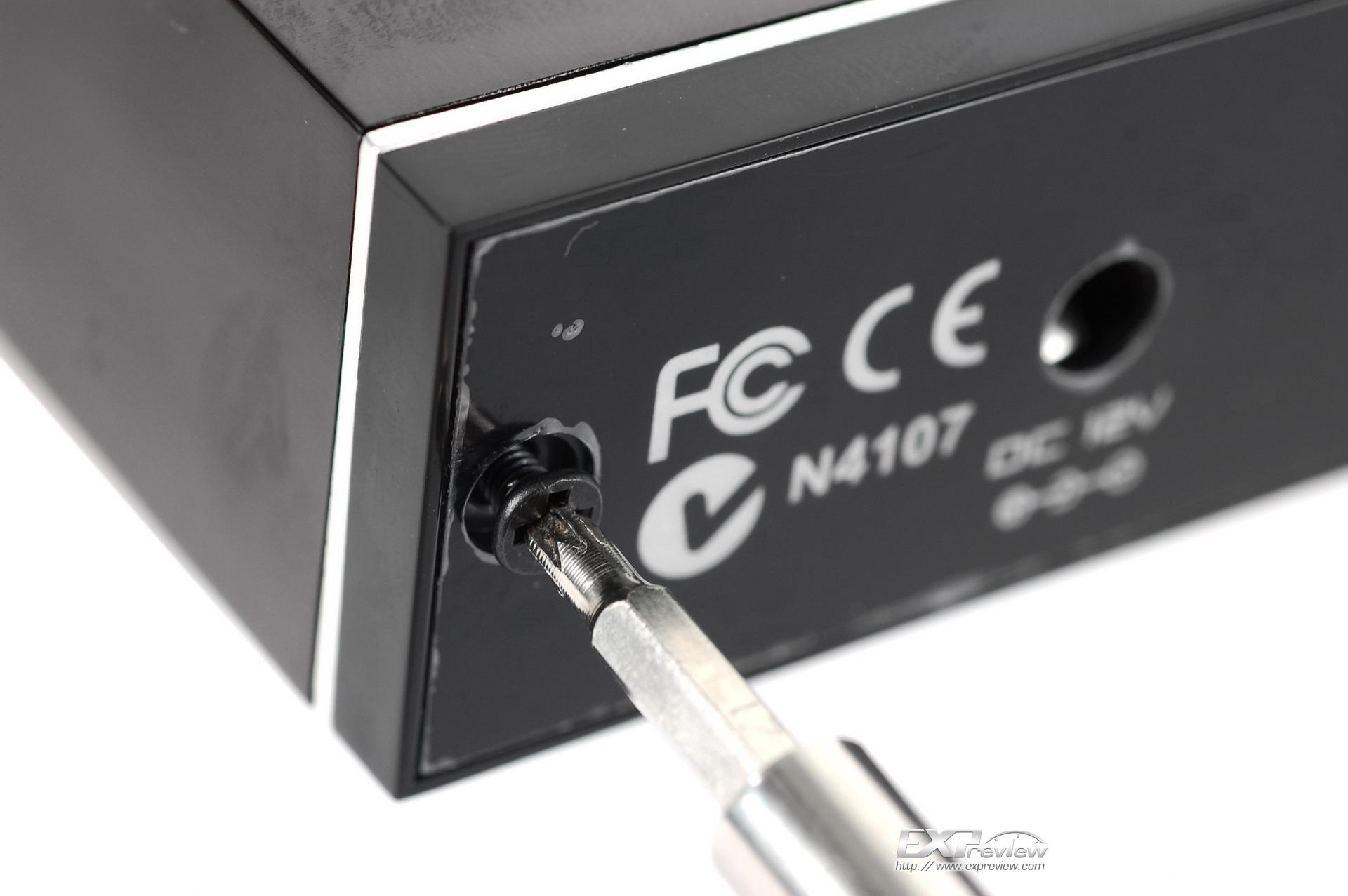 前面板电缆接线,接口有防呆设计